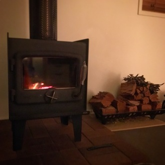 Log fire at 31 The rocks